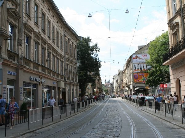 На вулиці Дорошенка змінять організацію руху: коли і як. Схема