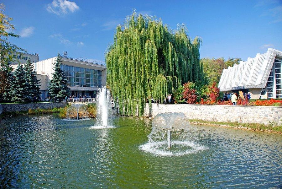 Розпочнемо наш огляд з добре відомого та популярного не лише в Україні 34527a67ac542