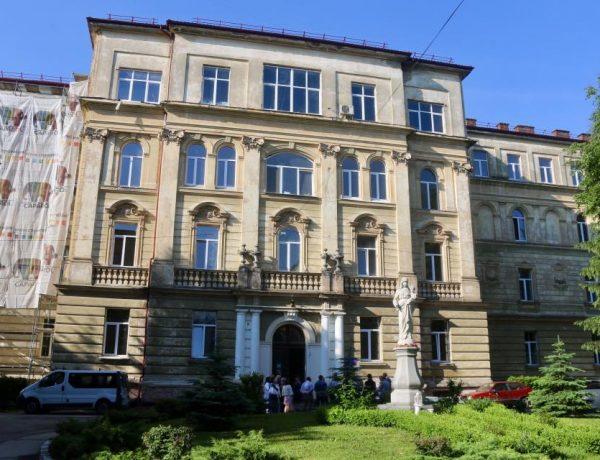 У Львові ремонтують пологове відділення обласної лікарні