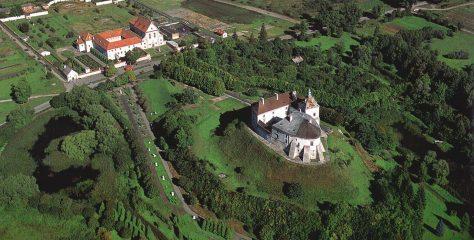 Які легенди приховують відомі замки України