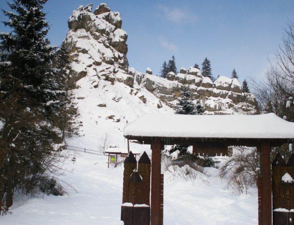 Зимова серeдньовічна фoртеця: неймовірні фото Тустані
