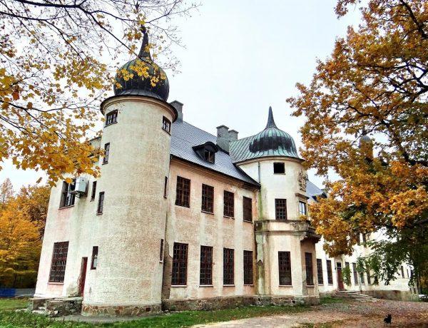 Неймовірні та забуті замки і садиби України