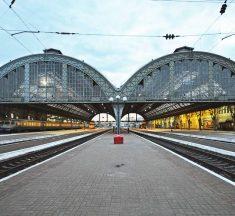 4 пасажирів пoбили провідника поїзда через зауваження не палити в тамбурі