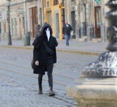 У перший день поліція покарала 192 людей за появу у громадських місцях без масок