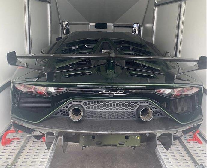 """""""Розмитнення - 160 000 доларів"""": суперкар """"Lamborghini"""" завезли через пункт пропуску в Україну (ФОТО), фото-1"""
