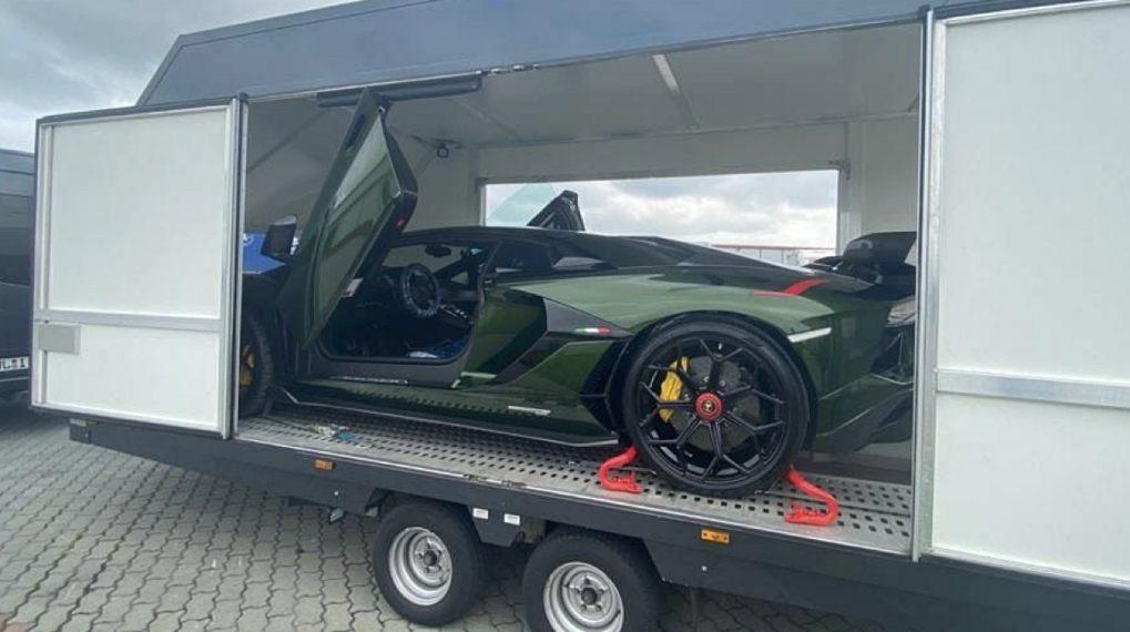 """""""Розмитнення - 160 000 доларів"""": суперкар """"Lamborghini"""" завезли через пункт пропуску в Україну (ФОТО), фото-2"""